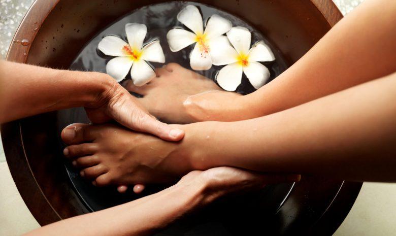 Педикюр, SPA педикюр, наращивание ногтей, дизайн ногтей, гелевое покрытие ногтей, шеллак, IBX systems, парафин рук, парафин ног, массаж стоп, с лучшими мастерами The Science of Beauty.